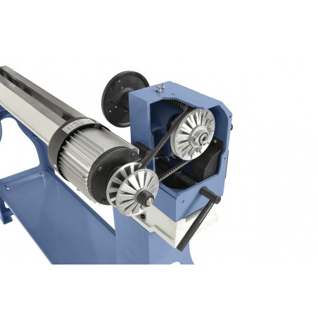 Transmisia de viteza a motorului la pinola se realizeaza printr-o antrenare solida cu variator.