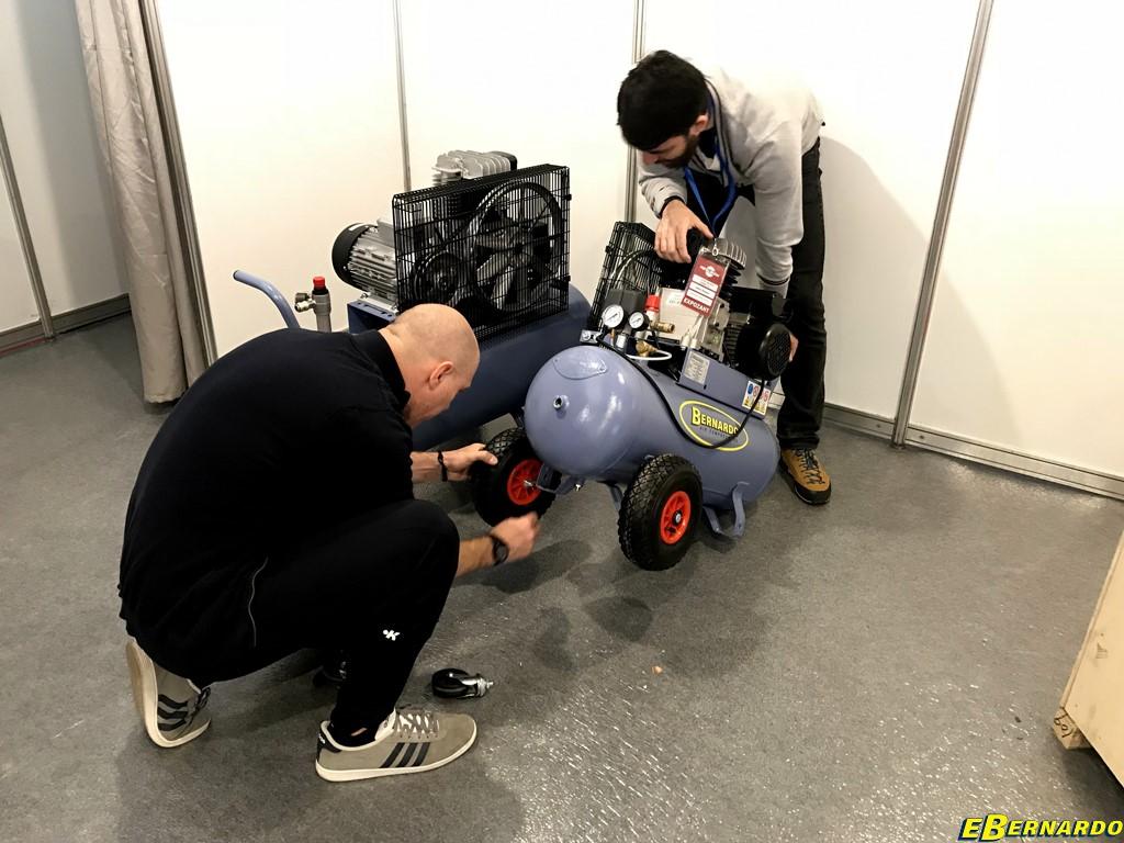 Echipa Ebernardo.ro montare compresoare bernardo la Metal Show 2018